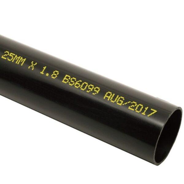 Z402 DOD-mustesuihkutulostimen jälki muoviputkessa.
